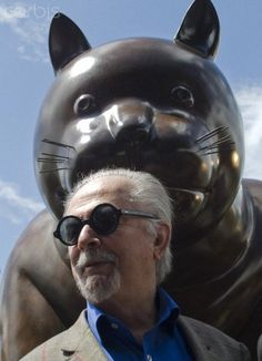 "Colombian painter/sculptor Fernando Botero (born April 19 with one of his ""fat cat"" works of art. Master Of The Universe, Plus Size Art, Cat Statue, Naive Art, American Artists, Cat Art, Great Artists, Les Oeuvres, Sculpture Art"