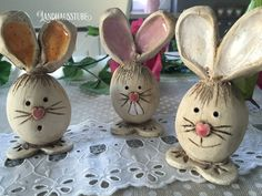 Easter Bunnies – Cheeky Bunny Gang – hecho a mano por en DaWanda Clay Projects, Clay Crafts, Diy And Crafts, Pottery Animals, Ceramic Animals, Easter Bunny, Easter Eggs, Kids Clay, Cardboard Sculpture
