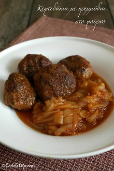 Meatballs with Onion Casserole, a Greek Old Traditional Recipe ⋆ Cook Eat Up! Oven Chicken Recipes, Meat Recipes, Cooking Recipes, Healthy Recipes, Greek Dinners, Middle Eastern Recipes, Cookbook Recipes, Mediterranean Recipes, Greek Recipes