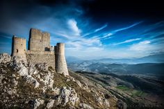 Lady Hawk castel , Abruzzo