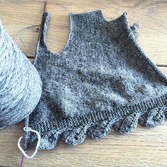 In the making #bladtunika #knittingforolive