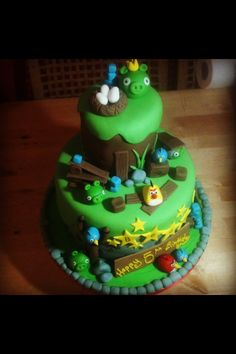 Angry birds cake by Jentwinkle cakes