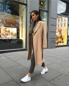 the chic fashionista Look Fashion, Fashion Outfits, Womens Fashion, Fashion Trends, Latest Fashion, Sneakers Fashion, Fashion Tips, Fall Outfits, Casual Outfits