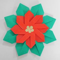 幼児とクリスマス折り紙 簡単で華やかなポインセチアの作り方 Paper Crafts Origami, Poinsettia, Crafts For Kids, Christmas, Hana, Ideas, Origami Decoration, Origami Diagrams, Stars