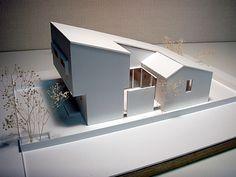 Arata Mochizuki D. Maquette Architecture, Architecture Model Making, Interior Architecture, Japan House Design, Home Building Design, Narrow House, Dream House Exterior, Modern House Plans, Architect Design