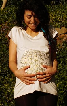 Maternity Top T Shirt Sacred Geometry by SacredSoulMaternity  #Maternity #MaternityTop #Futuremother #Sacred Geometry #floweroflife #Scredsoulmaternity #Floweroflife #Sriyantra  #Maternitytshirt #pregnanttop #pregnant #momtobe #mumtobe #mothertobe #maternityclothes #maternityfashion