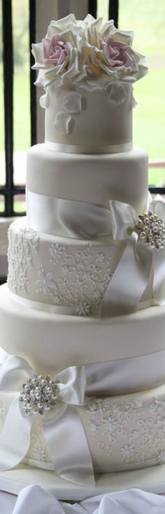 Gorgeous wedding cake via @jinab. #weddings #bridal