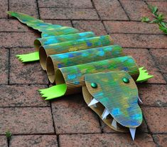 Community Art Crocodile Project for Story Time Groups Vbs Crafts, Paper Crafts For Kids, Projects For Kids, Diy For Kids, Art Projects, Recycling Projects, Animal Projects, Kids Fun, Summer Kids