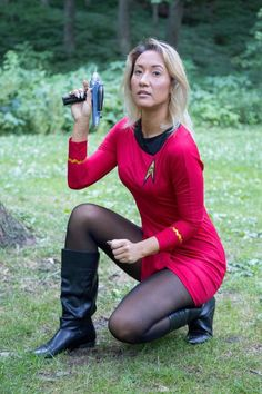 "He threw his phaser out and slowly emerged with his hands raised. "" Lie on the ground and place your hands behind your back! Sheena kicked his phaser away, produced some plastic cuffs and swiftly bound the fugitive . Star Trek Cosplay, Star Trek Kostüm, Star Trek Continues, Science Fiction, Star Trek Characters, Star Trek Universe, Cultura Pop, Best Cosplay, Lingerie"