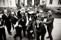 Hochzeitsfeier black&white #groom #bräutigam #gruppenbild #hochzeit #wedding
