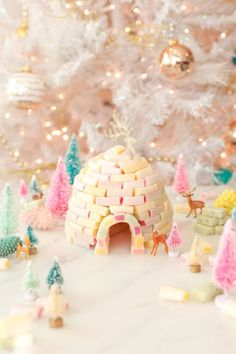 DIY Candy Igloo Holiday Decoration on Lovely Indeed Merry Christmas, Pink Christmas, Christmas Crafts, Christmas Ideas, Pot Mason Diy, Mason Jar Crafts, Diy Hanging Shelves, Floating Shelves Diy, Decoration Christmas