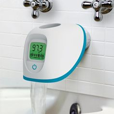 4Moms Tub Spout Cover / Pampering babies at bath time is a very precise science these days. You can't just up and plunk your little one into the bath or hose 'em down while they scream bloody murder and try to escape your evil clutches.  http://thegadgetflow.com/portfolio/4moms-tub-spout-cover-30/