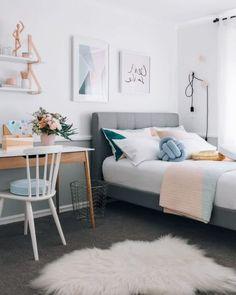 Un truco para decorar dormitorios pequeños Beautiful Bedroom Designs, Modern Bedroom Design, Beautiful Bedrooms, Contemporary Bedroom, Modern Contemporary, Modern Wall, Girls Bedroom, Bedroom Ideas, Bedroom Wall