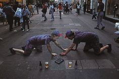 Julian Beever's 3-D Chalk Art. Beever is famous for chalk on pavement or sidewalk art.Julian Beever is an English artist who's famous for his art on the pavement of England, France, Germany, USA, Australia, and Belgium. Beever gives to his drawings an amazing 3D illusion.