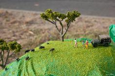Little People Street Art by Miniature Mastermind Slinkachu Impressive Image, Miniature Photography, Album, Small World, Little People, Beautiful Paintings, Funny Images, Art Projects, Street Art