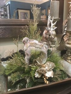 100 Elegant Christmas Decor that'll Fit Your Budget - Ethinify Elegant Christmas Centerpieces, Christmas Flower Arrangements, Classic Christmas Decorations, Holiday Decor, Burlap Christmas, Christmas Wreaths, Christmas 2016, Christmas Christmas, Xmas