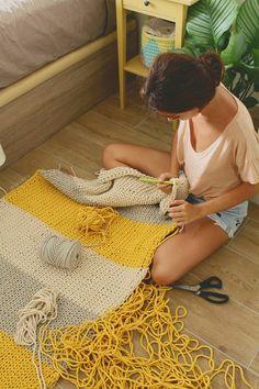 Crochet Diy, Crochet Home Decor, Crochet Gifts, Knitting Projects, Crochet Projects, Tapetes Diy, Crochet Stitches, Crochet Patterns, Knit Rug