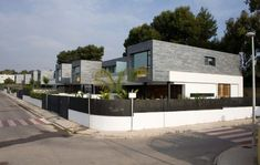 detatched houses 5 1024x651 6 Semi Detached Homes United by Matching Contemporary Architecture