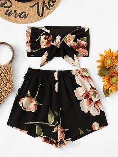 Shop Floral Bow Tie Front Crop Top With Shorts online. SheIn offers Floral Bow Tie Front Crop Top With Shorts & more to fit your fashionable needs. Cute Summer Outfits, Cute Casual Outfits, Girly Outfits, Summer Shorts, Teen Fashion Outfits, Outfits For Teens, Mode Rockabilly, Floral Bow Tie, Tie Front Crop Top