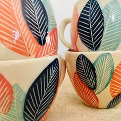Pottery Painting Designs, Pottery Designs, Ceramic Cups, Ceramic Art, Pottery Houses, Painted Plant Pots, Decorated Flower Pots, Flower Pot Design, Sgraffito