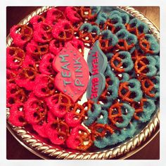 pink and blue chocolate dipped pretzels - gender reveal party - team pink team blue