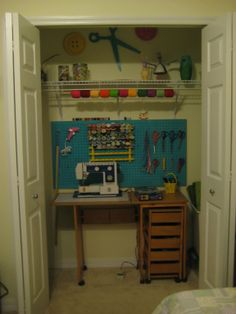 Clever use of space! Craft Room.
