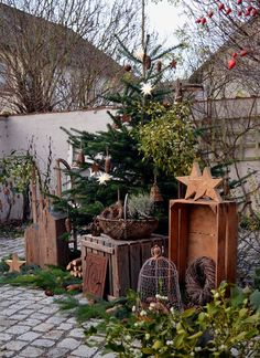 Christmas Porch Decor Ideas – Dekoration Style – Home Decoration Christmas Garden Decorations, Christmas Porch, Farmhouse Christmas Decor, Primitive Christmas, Rustic Christmas, Christmas Fun, Holiday Decor, Xmas, Primitive Autumn