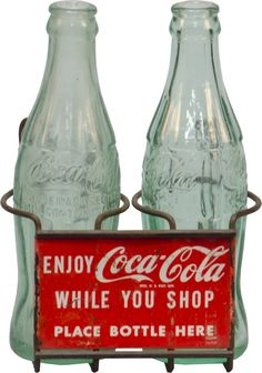 Vintage Coca Cola Shopping Cart Holder w/ 2 Coca Cola glass bottles. You would walk around the store drinking your Coke, then leave the empty bottle. Coca Cola Shop, World Of Coca Cola, Pepsi Cola, Coca Cola Glass Bottles, Old Bottles, Vintage Bottles, Antique Bottles, Images Vintage, Sodas