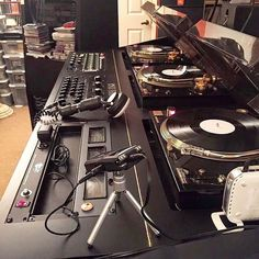 Dj set up Audio Music, Dj Music, Music Love, Dance Music, Music Stuff, Techno Music, Dj Setup, Studio Setup, Dj System