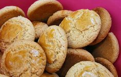 How to make Portuguese olive cookies.