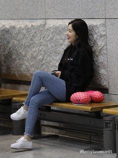 She looks so rested here 😌 Kpop Fashion, Korean Fashion, Girl Fashion, Fashion Outfits, Womens Fashion, Basic Outfits, Kpop Outfits, Stylish Outfits, Exo Red Velvet