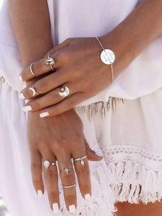 Boho Silver Jewelry Rings Midi Stackable Thin Tiny Boho Silber Schmuck Ringe Midi stapelbar dünn winzig Related posts: No related posts. Boho Jewelry, Silver Jewelry, Jewelry Accessories, Fashion Accessories, Fine Jewelry, Silver Rings, Jewelry Rings, Jewellery Stand, Tribal Jewelry