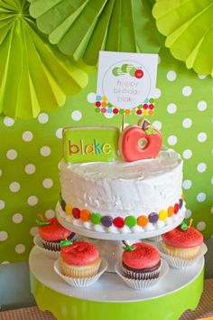 I like the cake with cute cookies on top. *Tuck loves apples... hmmm maybe apple and cinnamon cake of some sort... ?