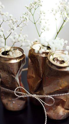 DIY Idee für Einrichtungs Liebhaber - Cooles Dosen Upcycling in Gold für Blumen - So machst Du die schönen Blumen Vasen aus Dosen selbst! Jetzt entdecken auf CHRISTINA KEY - dem Fotografie, Blogger Tipps, Rezepte, Mode und DIY Blog aus Berlin, Deutschland