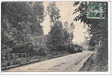 Le tacot près de la gare des Trois-Moulins à Maincy