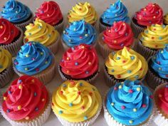 Primary Color Cupcakes Carnival Birthday Parties Wiggles in Colorful Cupcakes Birthday - Best Birthday Party Ideas Carnival Cupcakes, Carnival Themed Party, Carnival Birthday Parties, Circus Theme Cupcakes, Toy Story Cupcakes, Circus Cakes, Themed Parties, Mini Cupcakes, Baby Boy Birthday Themes