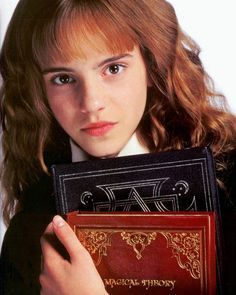 Photo: Emma Watson - Harry Potter and the Chamber of Secrets promoshoot Hermione Granger, Harry Potter Hermione, Harry Potter Facts, Harry Potter Characters, Harry Potter World, Ron Weasley, Magie Harry Potter, Taylor Swift Photoshoot, Yer A Wizard Harry