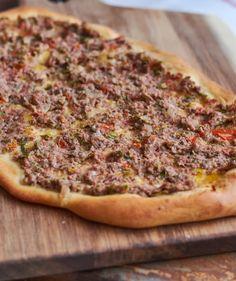 Lahmacun, a törökök pizzája recept Vegetable Pizza, Curry, Vegetables, Street, Kitchen, Food, Cilantro, Curries, Cooking