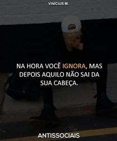 Te tortura por completo durante muito tempo. #Frases My Heart Hurts, It Hurts, Some Quotes, Best Quotes, Antisocial, I Am Sad, Sad Life, Sad Day, Bad Timing