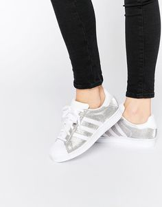 Shop the latest adidas Originals Silver Metallic Superstar Sneakers trends with ASOS! Free delivery and returns (Ts&Cs apply), order today! Adidas Shoes, Sneakers Mode, Sneakers Fashion, Tenis Adidas Superstar, Sock Shoes, Shoe Boots, Adidas Originals, Reebok, Adidas Sneakers