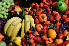Fruits et légumes : ces astuces de conservation pour limiter le gaspillage #gaspillage #fruit #legume Pour 3 Français sur 4, Noël est source de gaspillage. C'est ce que nous apprend une étude réalisée par la filière fruits et légumes (Interfel). Voici des bons plans pour conserver vos aliments. Conservation, Organic Recipes, Fruit Salad, Fruit Legume, Cancer, Banana, Bons Plans, Voici, Non Alcoholic Drinks
