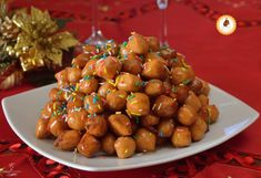 TARDIDDI CALABRESI AL MIELE dolce natalizio facile e goloso Italian Desserts, Pretzel Bites, Kung Pao Chicken, Finger Food, Holidays And Events, Fruit, Ethnic Recipes, Bella, Food Ideas
