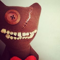 These things are so creepy and ugly but i kinda think their cute i want one:Gallery - Mrs McGettrick's Fuggler Emporium Creepy Toys, Weird Toys, Creepy Stuffed Animals, Monster Dolls, Tooth Fairy Pillow, Sewing Toys, Fabric Dolls, Gifts For Husband, Puppets