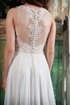 Promise Lace Illusion back & defending button detail Wedding Dress | Amanda Wyatt Promises of Love Bridal Collection | http://www.rockmywedding.co.uk/promises-of-love-from-amanda-wyatt-2/