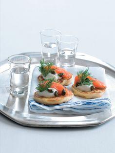 Bliny jsou lívanečky, které se připravují z pohankové mouky. Rusové je s oblibou servírují ve slané variantě s uzeným lososem. V našem podání zazáří jako občerstvení na jakékoli oslavě. Nebo zvětšete porce a dejte si je k obědu. Panna Cotta, Ethnic Recipes, Dulce De Leche