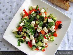 Kahvaltı salatası (Turkse salade met puntpaprika en witte kaas)