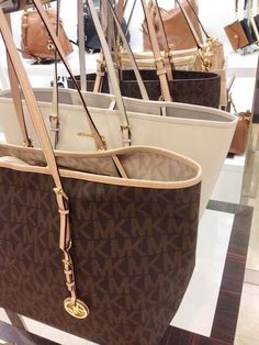 Love this MK's handbag, perfect with any outfit  and always .Sale at the lowest price ? MUST HAVE!!!!!!!!!!