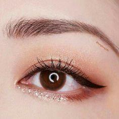 Make Up + Jasmin Kimberly Arndt Korean makeup ideas; The supreme goal is clean-looking skin along wi Korean Makeup Look, Korean Makeup Tips, Asian Eye Makeup, Korean Makeup Tutorials, Eye Makeup Tips, Makeup Eyeshadow, Makeup Brushes, Glitter Eyeshadow, Korean Makeup Tutorial Natural