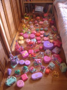 polly pocket heaven!..seriously I still own this many plus more I reckon! Loved these things!