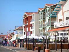 Mimizan-Plage : Façades du front de mer de la station balnéaire